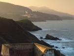 Desde el paseo costero de Itxas Lur mirando a la cunmbre del Cerredo